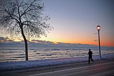 milwaukee lakefront snow pic.jpg